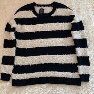 American Eagle Vintage Boyfriend crew neck sweater - Size: S